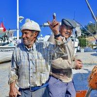 Португальские рыбаки. :: Виталий Половинко