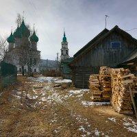 Весенний дворик :: Leonid 44