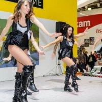 Танцы на площадке Nikon :: Mamlina