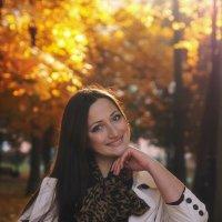 Улыбка на золотой листве :: Владимир Буданцев