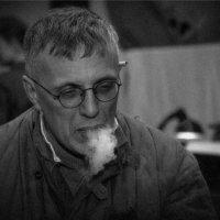 ...хорошие папиросы у Вас товарищ начальник... :: Максим Бочков