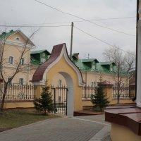 Дворик Воскресенской церкви. Томск :: Lilija Philipp