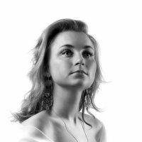 Девушка в белом...2 :: Андрей Войцехов