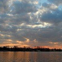 На закате. Суздальское озеро :: Юрий Цыплятников
