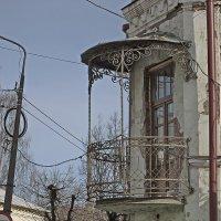 Ажурный балкон на доме купца 1й гильдии Токарева. :: Sergey Serebrykov