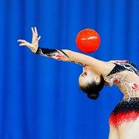 Красный шар. :: Павел Сущёнок