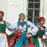 веселый танец :: Сергей