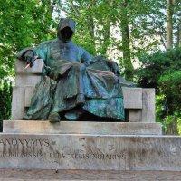 Памятник Анонимусу. Будапешт, Венгрия. :: Инна C