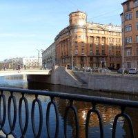 Петроградка.Набережная реки Карповки. :: Владимир Гилясев