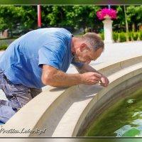 Konserwacja fontanny w Licheniu :: Janusz Wrzesień