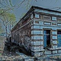 Заброшенное здание :: Александр Морозов