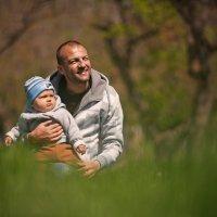 Любой может стать отцом, но только особенный становится папой :) :: Алексей Латыш