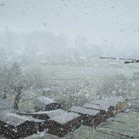 Вид с балкона.Возвращение зимы :: Валерий Талашов