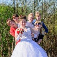 Невеста с подружками :: Анатолий Клепешнёв