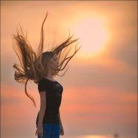 ...Ну и что, что ветреная? Зато волосы красиво развеваются :) :: Алексей Латыш