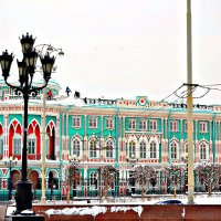 Дом Севастьянова – красивейший старинный особняк на берегу городского пруда. :: Михаил Столяров