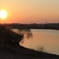 Закат на Днепре на Пасху :: Alena Cyargeenka