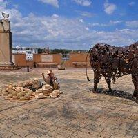 Коль бык питается соломкою от шляп...не удивительно что стал он метиллическим бычарой... :: Владимир Хиль