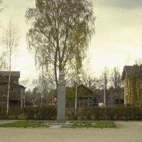 сквер возле дома музея Римского Корсакого :: Сергей Кочнев
