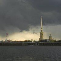 В Петербурге сегодня гроза... :: Наталья Левина
