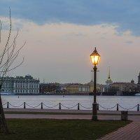 Фонарь на набережной :: Valerii Ivanov