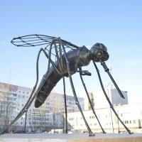 памятник комару в усинске :: владимир полежаев