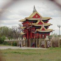 Вид на главные ворота храма. :: Larisa Gavlovskaya