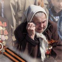 Слёзы ветеранов. Они всё помнят. :: Александр Мелих