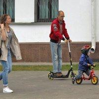 Женщина пешком , мужчины на колёсах )))) :: Светлана З