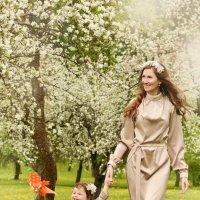 Сказочный цветущий сад :: Гражина Ломовская