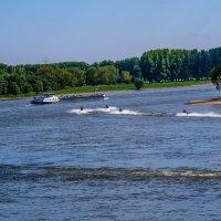 На реке :: Witalij Loewin