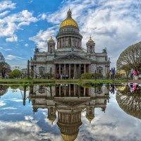 В Исаакиевском сквере после дождя :: Valeriy Piterskiy