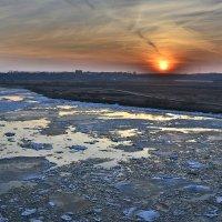ледоход на фоне заката 2014 :: Алексей -