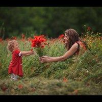 Каждый подарок, даже самый маленький, становится великим даром, если вручаешь его с любовью :) :: Алексей Латыш