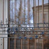 И что за мелодия спета окном на втором этаже? :: Ирина Данилова