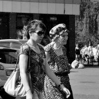 Бабушка и внучка. :: Leonid Volodko