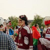 Перед матчем Беларусь-Латвия.Минск-Арена. :: Сергей и Ирина Хомич