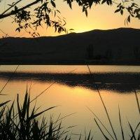 Закат на Караванском озере*** :: Uson Toktosunov