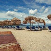 Безлюдные пляжи острова Корфу... :: Александр Вивчарик