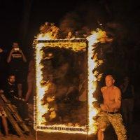 бегущий в огонь :: Наталья Алексеева