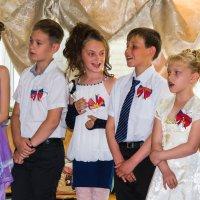 Ну какой школьный праздник без задорной песни! :: Евгений Поварёнков