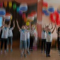 Крутится, вертится шар голубой... :: Алёна Михеева