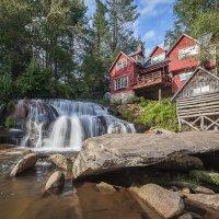 Дом над водопадом :: Petr Shostak