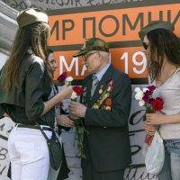 И помнит мир спасённый :: Алексей Окунеев