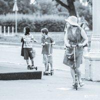 Семейная прогулка :: Михаил Кучеров