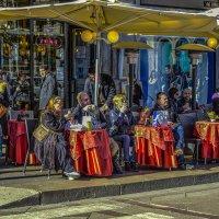 Приятно посидеть в лучах тёплого февральского солнца... :: Аркадий Беляков