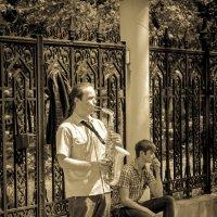 ... из саксофона выдувает грусть. :: Polyak U-Ka