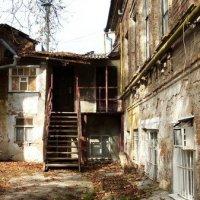Старый дворик. :: Ирина Прохорченко