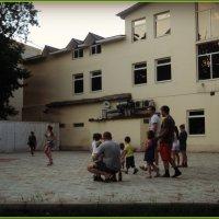 Танцы по средам с 20.00 до 21.00 в Люберецком парке для всех желающих (бесплатно) :: Ольга Кривых