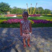 дочка в парке отдыха Анапы :: Владимир Сачко